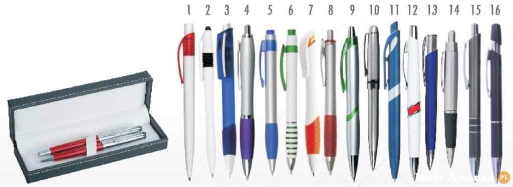 Praca w domu. Składanie długopisów.