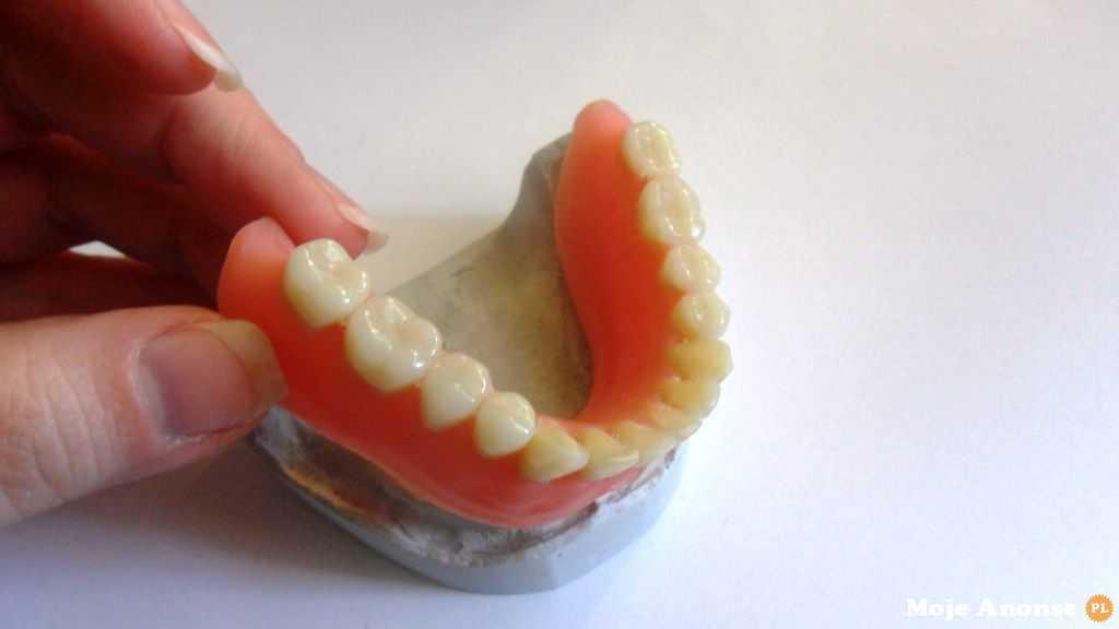 technik dentystyczny z technologią cad/cam