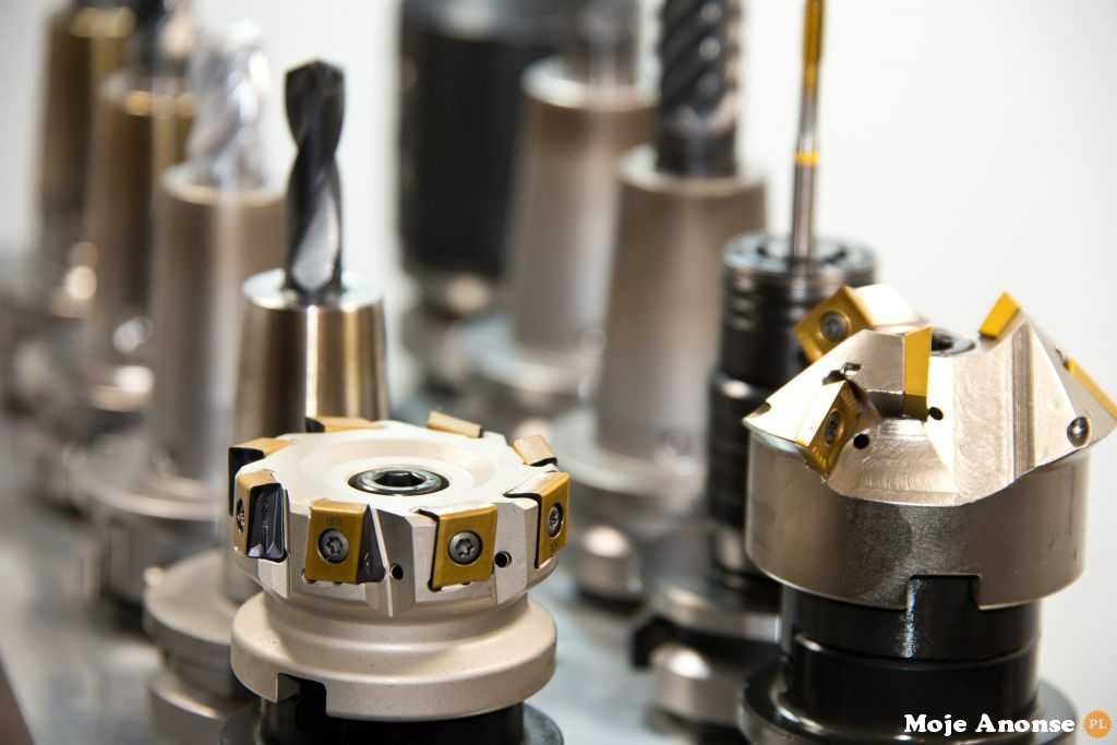 Produkcja podzespołów z metali i tworzyw sztucznych, cięcie uszcz